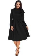 Schwarzes, verziertes Bowknot-Mock-Neck-Kleid