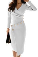 非対称ボタンディテールホワイトルーチッドミディアムドレス