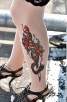A gonosz kard inspirálta a tetováló harisnyát