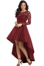 Bordowa koronkowa sukienka z długim rękawem o wysokim, niskim satyny