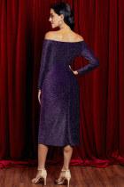 Lila, elülső oldalán hajlított comb, magas résű flitter ruha