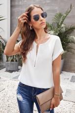 Zip bianca alla camicia