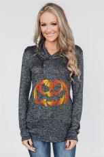 Melegített fekete pulóver, Halloween tökkel