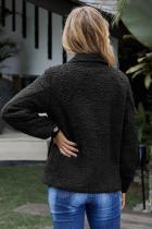 블랙 쉘파의 긴 소매 자켓 단추