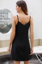 Czarna, zapinana na suwak sukienka