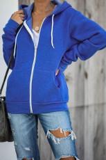 Blå hettejakke med glidelås