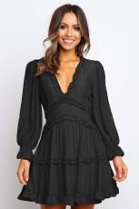 Μαύρο ντεκολτέ με λαιμόκοψη V με λεπτομέρεια ανοιχτό πίσω φόρεμα