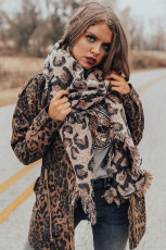 Rojtos szélű leopárd sál