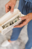 Biały ponadczasowy portfel ze sztucznej skóry w kratkę