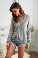 Grauer Pullover mit V-Ausschnitt und tiefem Ärmel und Kapuze