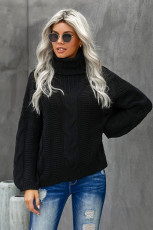 Černý texturovaný svetr s rolákem