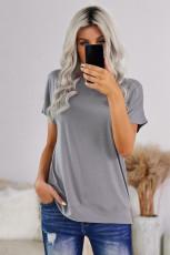 Šedé tričko s kulatým výstřihem a krátkým rukávem v plné barvě