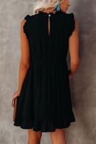Czarna sukienka babydoll z falbanami i kieszeniami