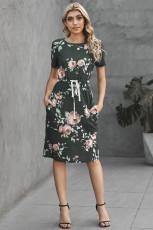 Dunkelgraues Kurzarm-Taschenkleid mit Kordelzug und lässigem Blumenkleid