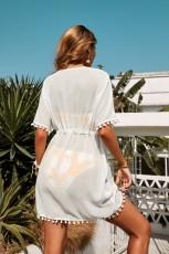 Tunique de plage blanche à col en V et pompons