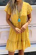 Sárga pöttyös V nyakú, fodros rövid ujjú mini ruha