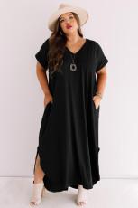 فستان ماكسي أسود مقاس كبير برقبة على شكل V وأكمام قصيرة مع فتحات