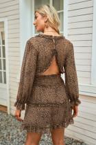 Wzorzysta sukienka z odkrytymi plecami we wzór lamparta