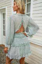Zielona sukienka z falbanami z odkrytymi plecami