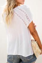白いかぎ針編みのアイレット半袖トップ