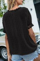 Top de manga corta con cuello en V y lunares suizos con empalme de encaje negro