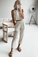 Conjunto de salón sin mangas y pantalones cortos beige