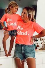 Camiseta estampada con estampado familiar Be Kind para niños