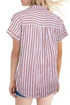 Blusa estampada de rayas con botones de manga corta rosada