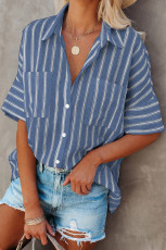 قميص مخطط بجيوب زرقاء