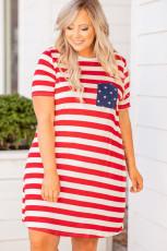 Røde striper Crisscross T-skjortekjole i større størrelse med stjernelomme