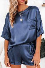 Ensemble lounge t-shirt et short en satin bleu foncé à poches