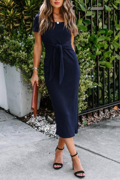 Robe midi bleue côtelée à manches courtes nouée sur le devant