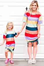 Anya és lánya illő csíkos oldalsó felnőtt felnőtt póló
