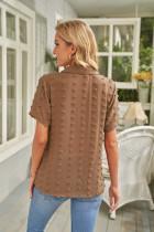 پیراهن آستین کوتاه یقه رو به پایین با دکمه های قهوه ای