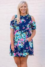 Kék virágos plusz méretű hidegvállú fodros zsebes mini ruha
