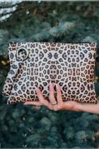 Pochette carrée à imprimé léopard