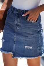 Blauer, kurz geschnittener Jeansrock mit offenem Saum
