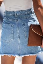 Himmelblauer kurzer Jeansrock mit Taschen und offenem Saum
