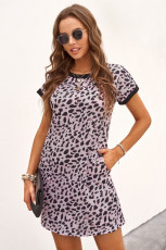 Mini-robe t-shirt léopard à col contrasté