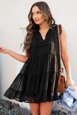 Mini-robe babydoll noire à pois et à volants