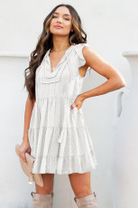 Mini-robe babydoll blanche à pois