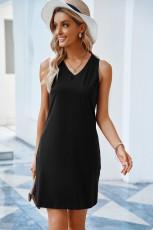 Mini-robe débardeur noire avec poche poitrine