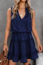 Blå ermeløs V-hals rufsete sving mini kjole