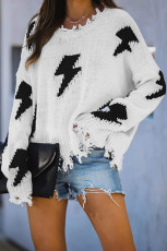 Vit tröja med stickad bult