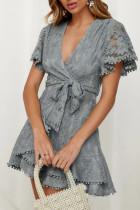 Gri Flutter Kol Şal V Yaka Çiçekli Dantel Kısa Elbise