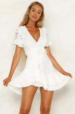 Beyaz Flutter Kol Şal V Yaka Çiçekli Dantel Kısa Elbise