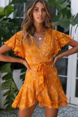 Pomarańczowa, kopertowa, koronkowa sukienka z dekoltem w szpic, z dekoltem w szpic