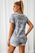 Szara koszulka i szorty z nadrukiem w litery moro
