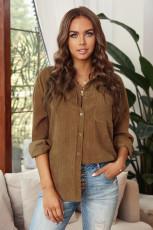 Brązowa sztruksowa koszula z kieszeniami