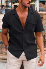 Svart knäppt kortärmad herrskjorta med ficka